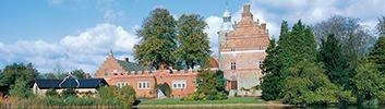 Søndag d. 28. maj kl. 13.30-15.30: Rundvisning på Broholm Slot og i Oldsagssamlingen v. Per O. Thomsen