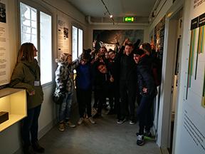 8. årg fra Giersings Realskole, Odense på besøg
